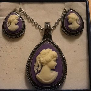 NWT STAINLESS STEEL CAMEO NECKLACE AND EARRING SET